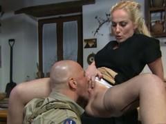 Italian housewife gets pussy eaten